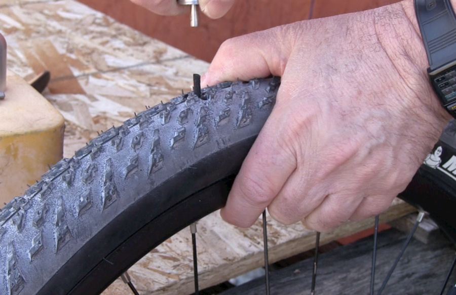 How to replace mtb tubeless tire